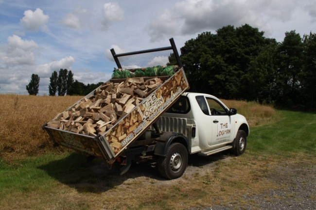 Firewood delivery in Brackley, Builders Bags, Banbury Logs, Bicester Logs, Towcester Logs, Brackley Logs, Logs in Finmere, Finmere logs